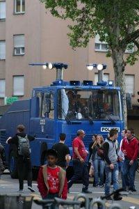 Abwartetender Wasserwerfer im Kanton Zürich Fotos und Bilder