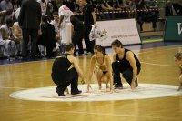 High Five Akrobaten beginnt Fotos und Bilder
