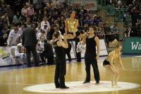 High Five Akrobaten tanzt Fotos und Bilder