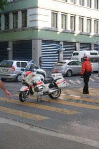 Polizei regelt Verkehr Fotos und Bilder